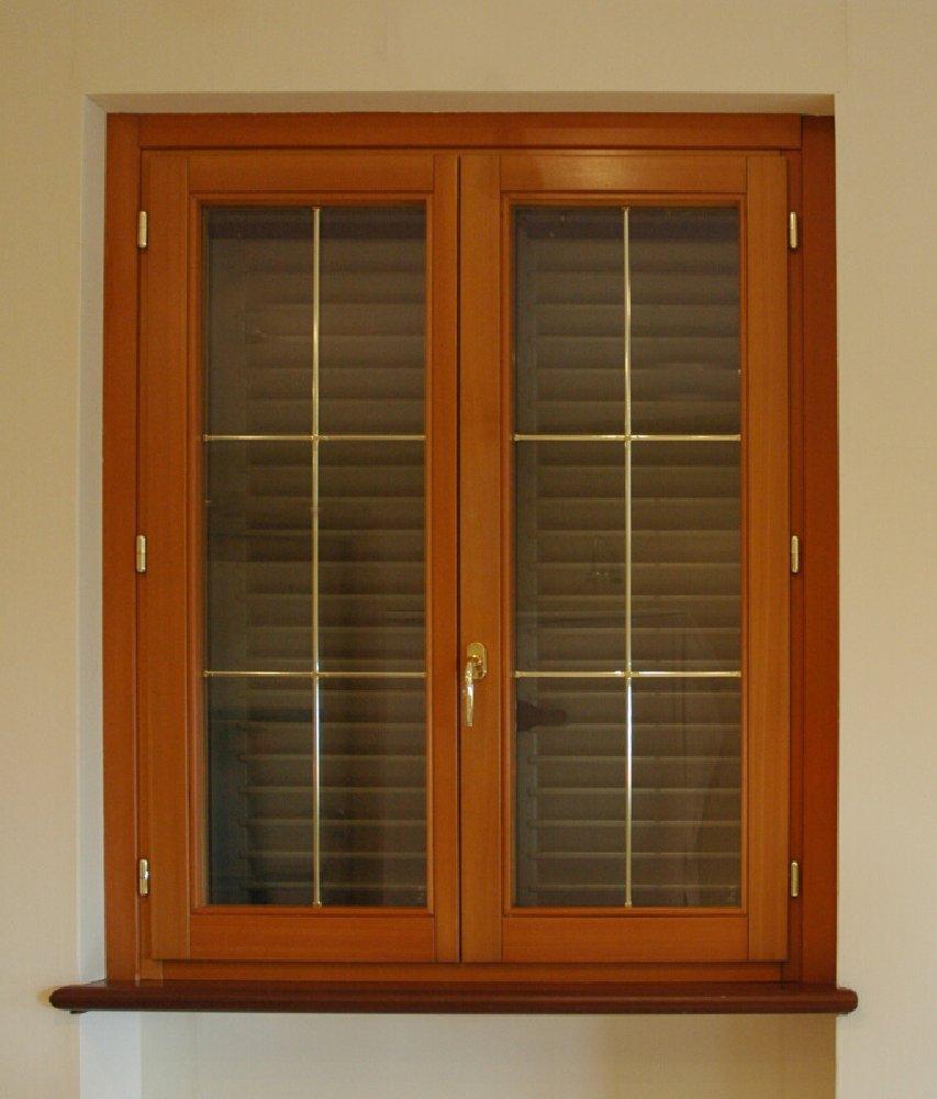 finestra-vetri-filetto-oro